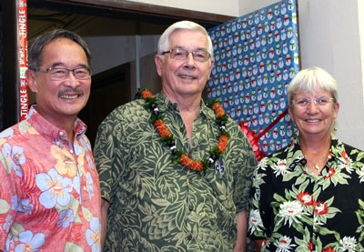 Dr. Michael Hadfield (center), with Dr. Alan Lau and Dr. Marilyn Dunlap.  (Photo credit: Dave Au).